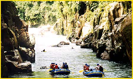 Rafting Tours in Ecuador, photo taken for Rios Ecuador & Yacu amu rafting specialized tour operator